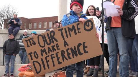 Los-Manifestantes-Sostienen-Carteles-Contra-La-Violencia-Armada-En-Las-Escuelas-Durante-La-Marcha-Por-Nuestras-Vidas-Protesta-3