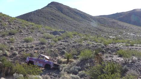 Una-Camioneta-Abandonada-Se-Oxida-En-El-Desierto-De-Mojave-