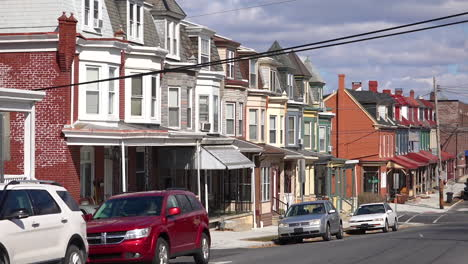 A-residential-street-in-Reading-Pennsylvania-of-rowhouses-and-homes-in-typical-Pennsylvania-style-3