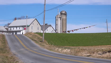 Laundry-blows-in-the-wind-on-a-farm-in-the-Midwest-of-America-1