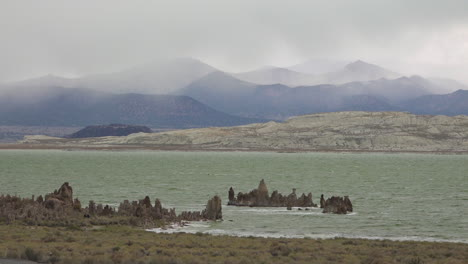 Beautiful-shot-of-Mono-Lake-California-with-clouds-and-fog