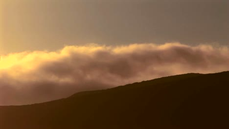 Time-lapse-shot-of-fog-rolling-off-a-mountain-range