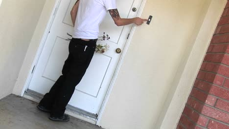 A-tattooed-man-comes-to-the-door-for-a-date-rings-the-doorbell-and-then-throws-the-bouquet-when-no-one-answers