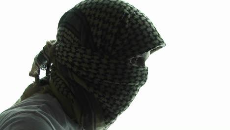 Ein-Terrorist-Im-Terrorprofil-Trägt-Einen-Kaffiyeh-Schal