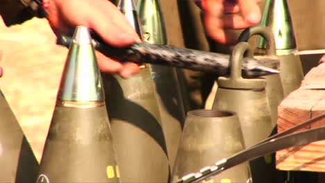 Israeli-soldiers-prepare-and-test-shells-during-the-war-with-Lebanon