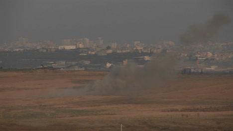 El-Humo-Se-Eleva-En-La-Distancia-Entre-Israel-Y-La-Franja-De-Gaza