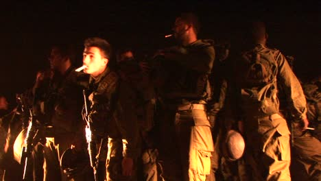 Israeli-soldiers-gather-and-smoke-cigarettes