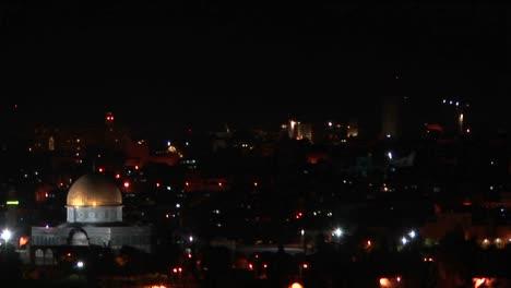 La-Cúpula-De-La-Roca-En-Jerusalén-Está-Iluminada-Por-Las-Luces-De-La-Ciudad