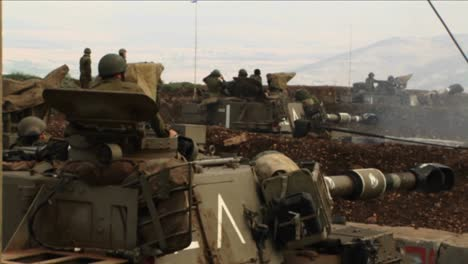 Israeli-soldiers-peer-out-of-a-tank-during-the-Israel-Lebanon-war