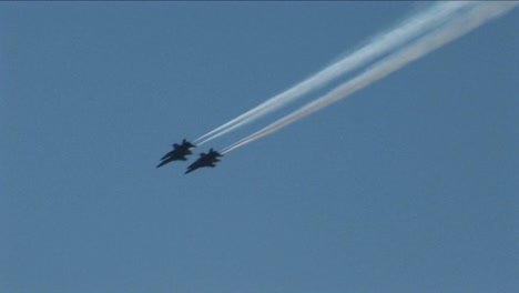 Four-Blue-Angels-jets-fly-in-formation