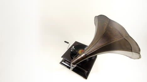 Gramophone-Rotating-00