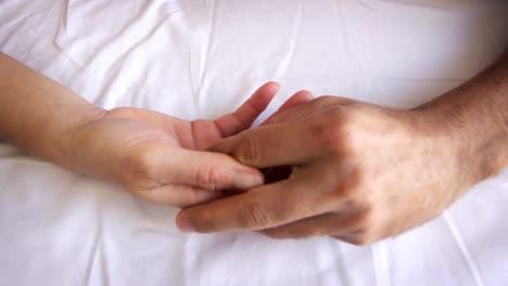 Hand-Love-01