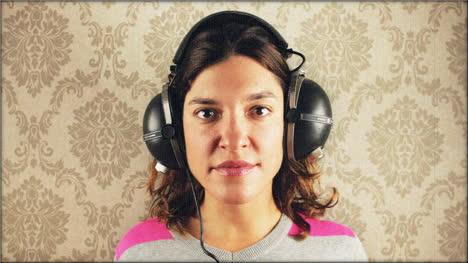 Woman-Headphones-01