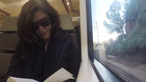 Woman-Reading-00