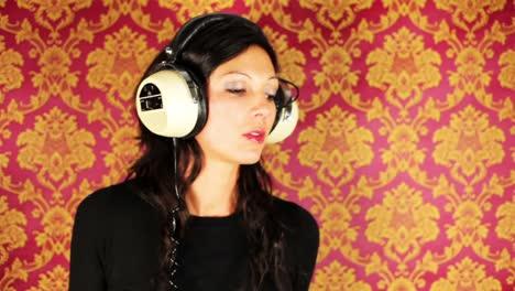 Lady-Dancing-In-Headphones-03