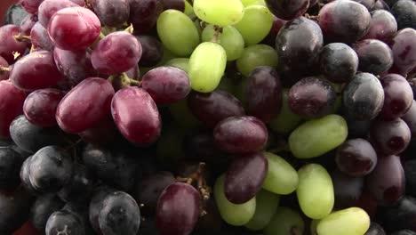 Close-up-of-grapes
