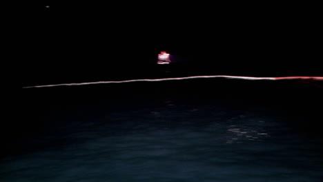 Un-Barco-De-Pesca-Ha-Colocado-Redes-En-El-Agua
