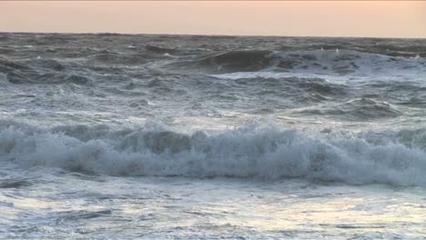 Choppy-waves-continuously-break-and-roll-onto-shore-