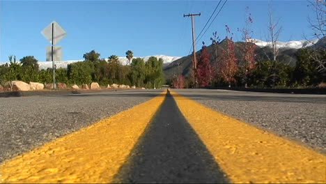 Street-level-view-of-a-double-yellow-line-on-a-roadway
