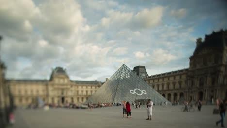 Louvre-Tiltshift-00