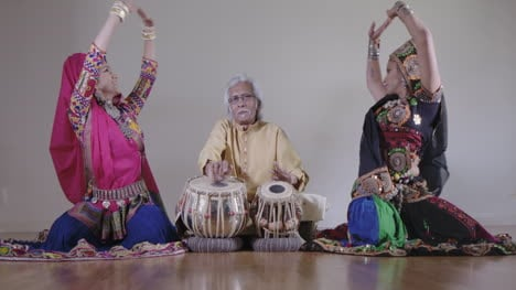 Indian-Percussion-Musician-with-Dancers-00