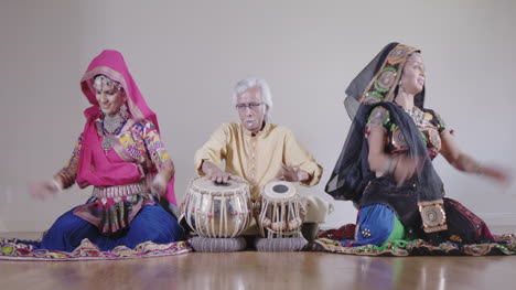 Indian-Percussion-Musician-with-Dancers-01