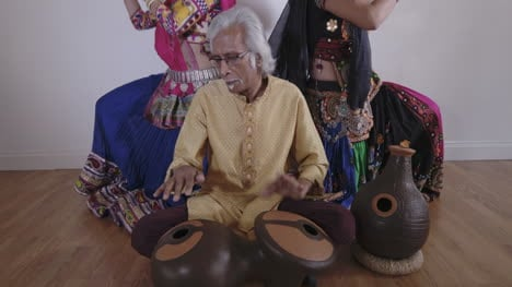 Indian-Percussion-Musician-with-Dancers-08