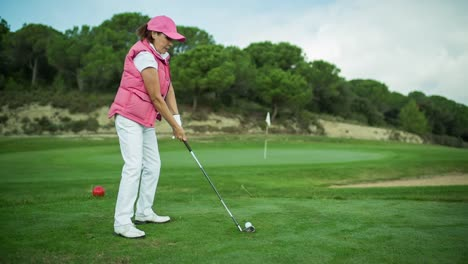 Lady-Playing-Golf-16