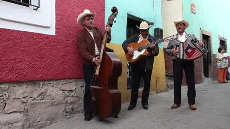 Banda-mexicana-tocando-04