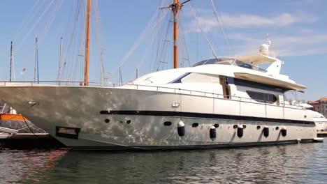 Marseille-Superboat-00