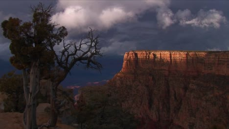 Dark-clouds-move-over-mesas-in-Grand-Canyon-National-Park-in-Arizona-1
