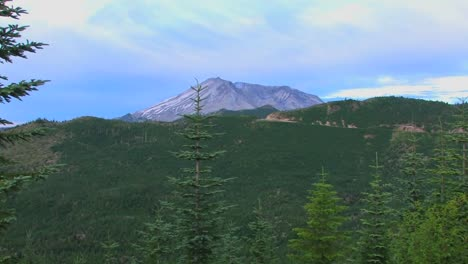 A-mountain-peak-rises-above-a-forest-at-Mt-St-Helens-National-Park
