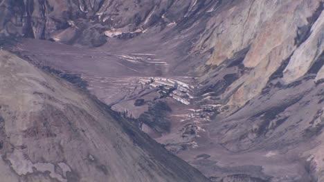 Grietas-Y-Cenizas-En-El-Parque-Nacional-Cubren-La-Superficie-De-La-Caldera-En-Mount-St-Helen&#39-s