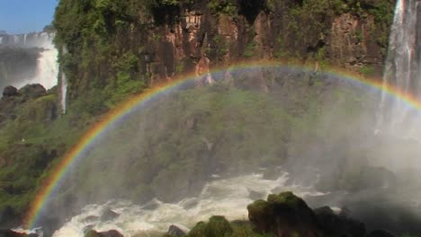 Pan-across-a-rainbow-at-Iguacu-Falls-1