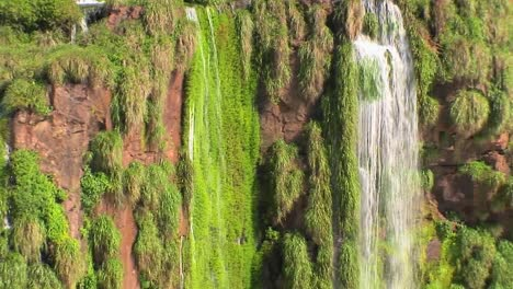 Zoom-out-from-Iguacu-Falls-in-Argentina-reveals-many-rivulets-and-smaller-waterfalls