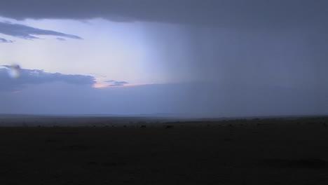 La-Lluvia-Comienza-A-Descender-En-Las-Llanuras-De-África