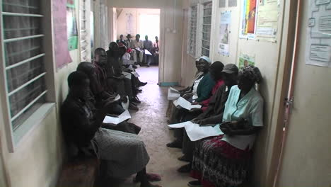 Dozens-of-people-wait-to-receive-medical-examination-at-a-clinic-in-Africa