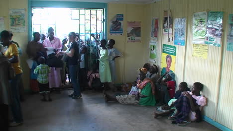 People-in-a-clinic-wait-for-aid