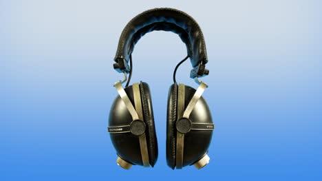 Spinning-Headphones-00