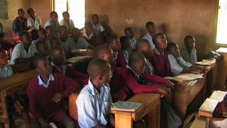 Classroom-full-of-children-in-Africa