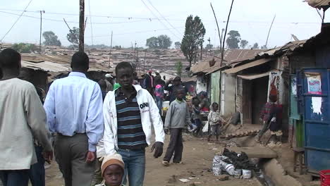 People-walking-in-a-crowded-slum-in-Africa