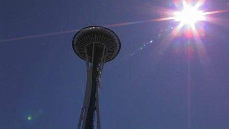 Seattle\-s-Espacio-Needle-on-a-bright-clear-day