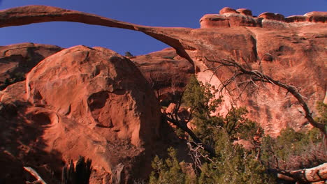 The-beautiful-delicate-arch-spans-across-Utah-s-Arches-National-Park-1