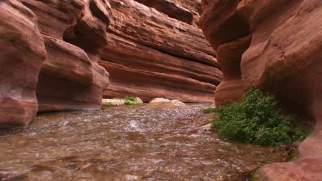 Una-Vista-A-Lo-Largo-De-Un-Cañón-De-Ranura-En-El-Gran-Cañón-De-Arizona