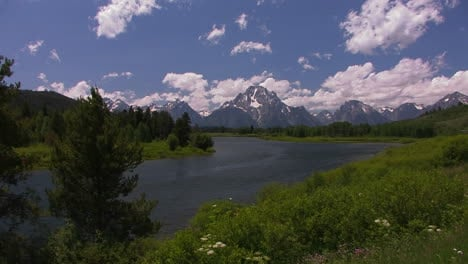 Clouds-move-over-the-mountains-at-Grand-Tetons