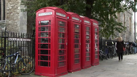 Red-phone-booths-line-a-road-in-the-UK