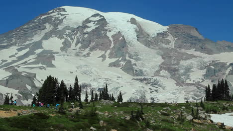 A-beautiful-snowcapped-mountain-in-the-Pacific-Northwest-1