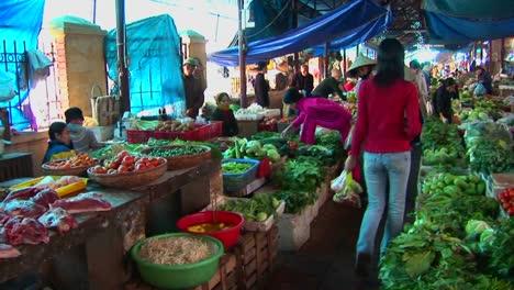 Interior-of-a-Vietnamese-open-market