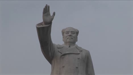 A-statue-of-Chinese-dictator-Mao-signals-to-a-new-China