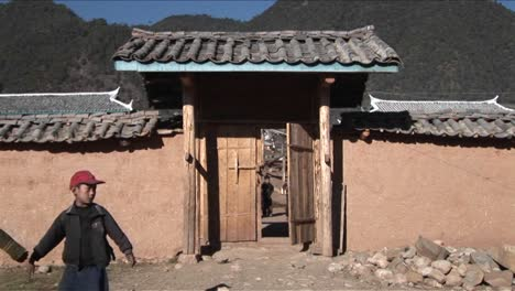 Kids-leave-a-small-school-in-rural-China